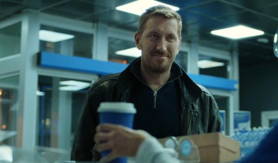 Андрей покупает обед перед тем как взять пассажиров